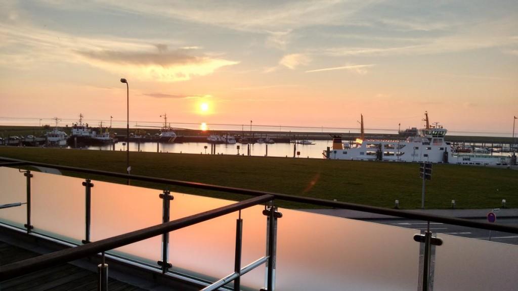Norddeich Hafen bei Sonnenuntergang