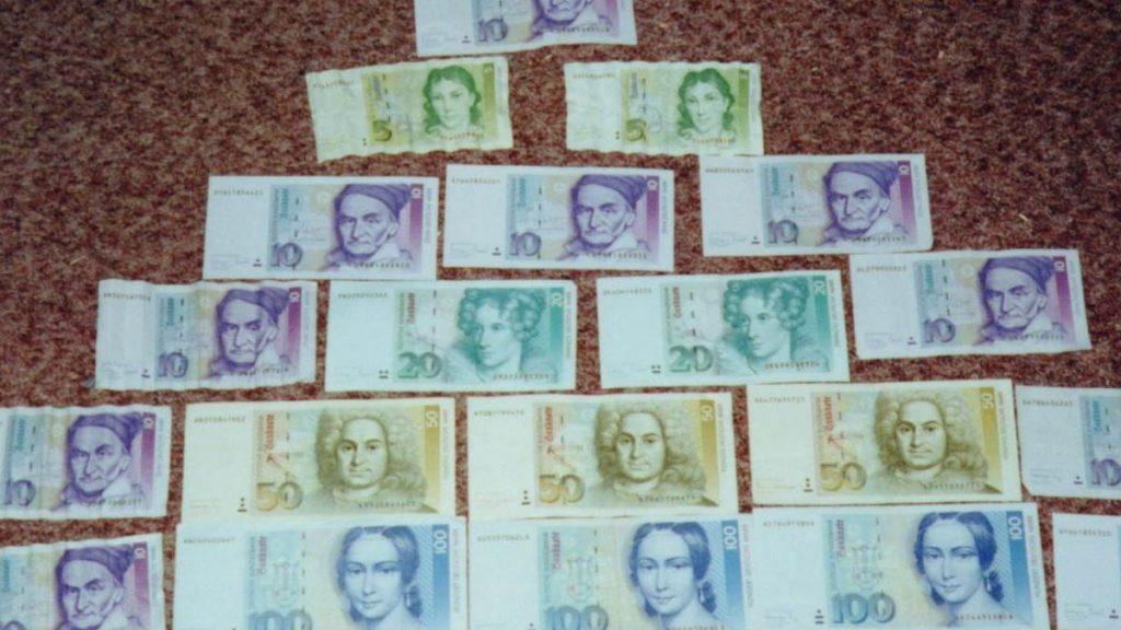 wo kann ich ausländisches geld umtauschen