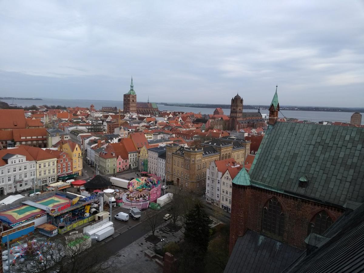Altstadt von Stralsund von einer Zwischenebene der Kirche St. Marien aus