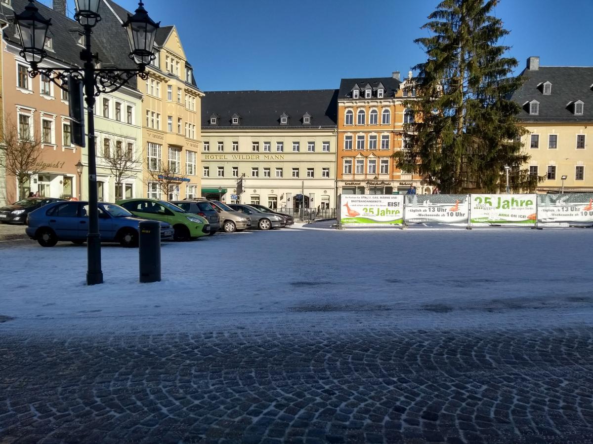 Der Marktplatz von Annaberg-Buchholz mit dem Hotel Wilder Mann