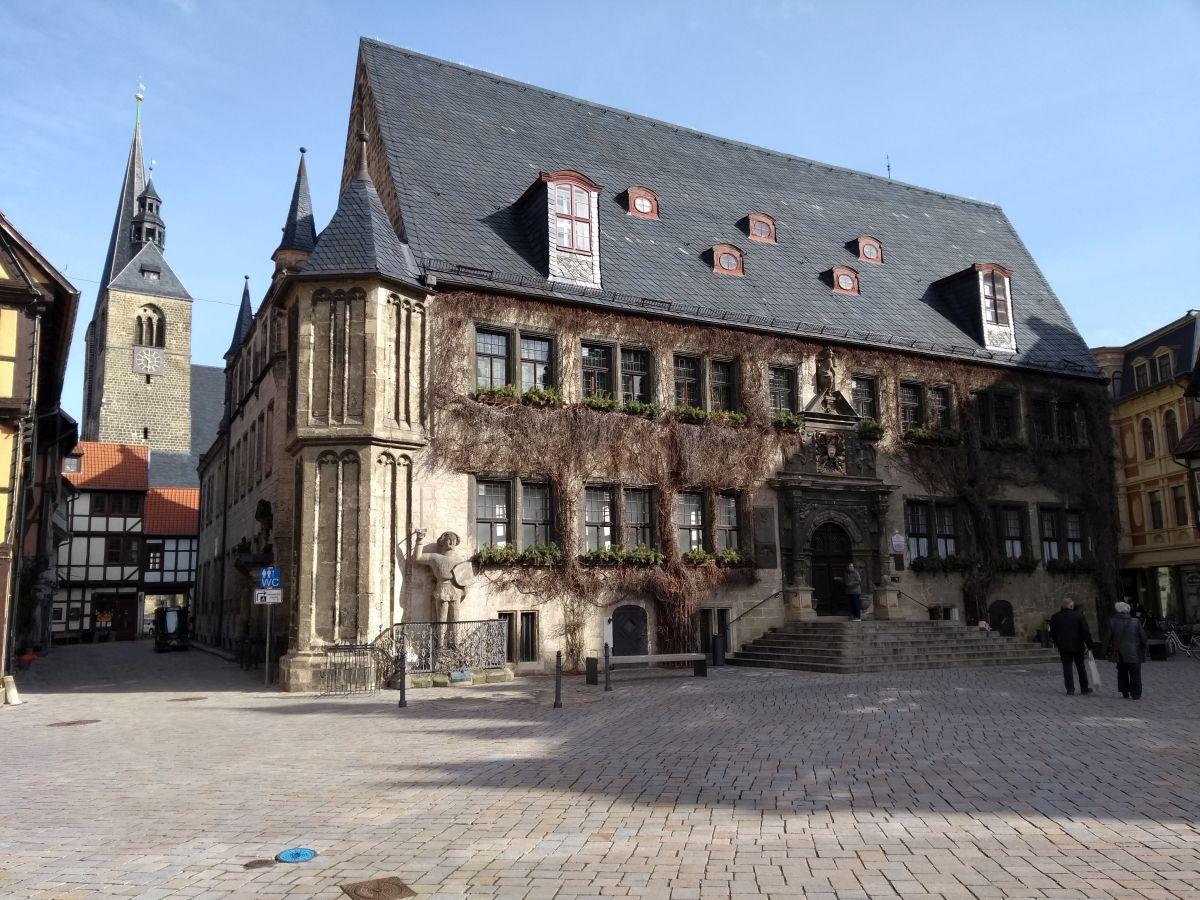 Rathaus von Quedlinburg im Sonnenschein