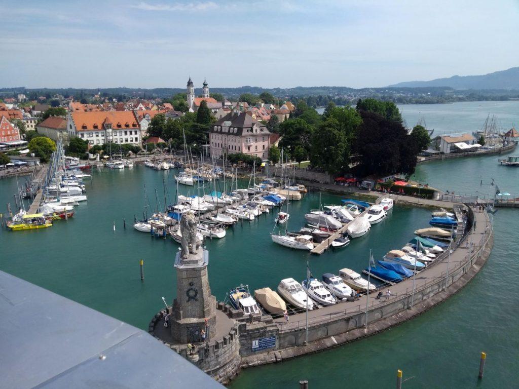 Blick auf Lindau Hafen vom Leuchtturm aus