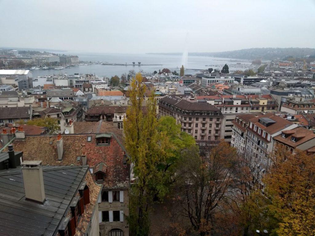 Blick von der Kathedrale St.Peter auf den Genfer See