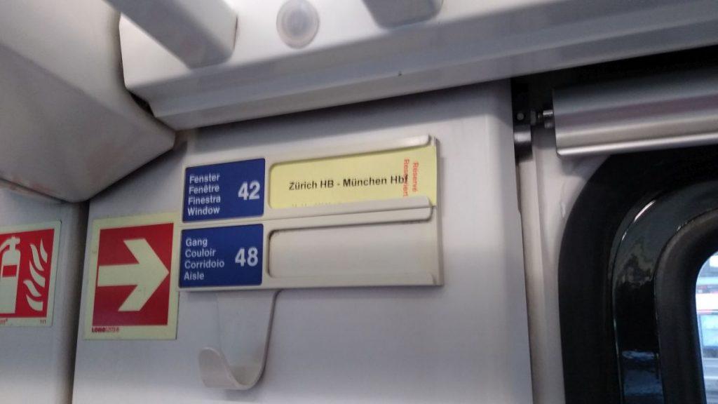 Eine manuelle Sitzplatzreservierung im Zug