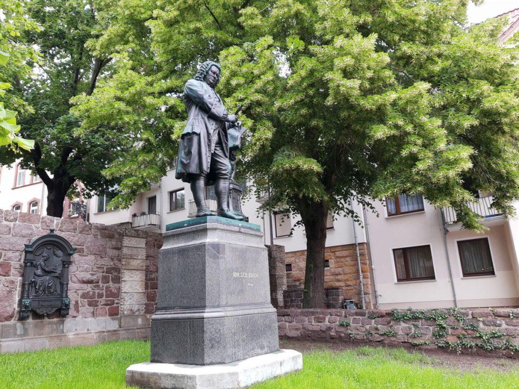 Das Bachdenkmal vor dem Bachhaus in Eisenach