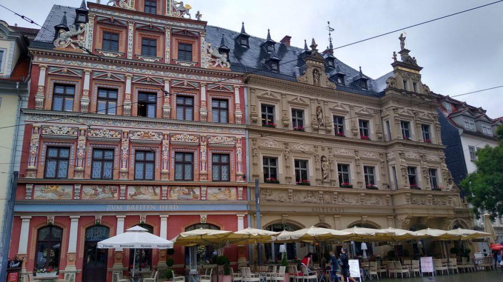 Schöne Fassaden am Rathausplatz in Erfurt