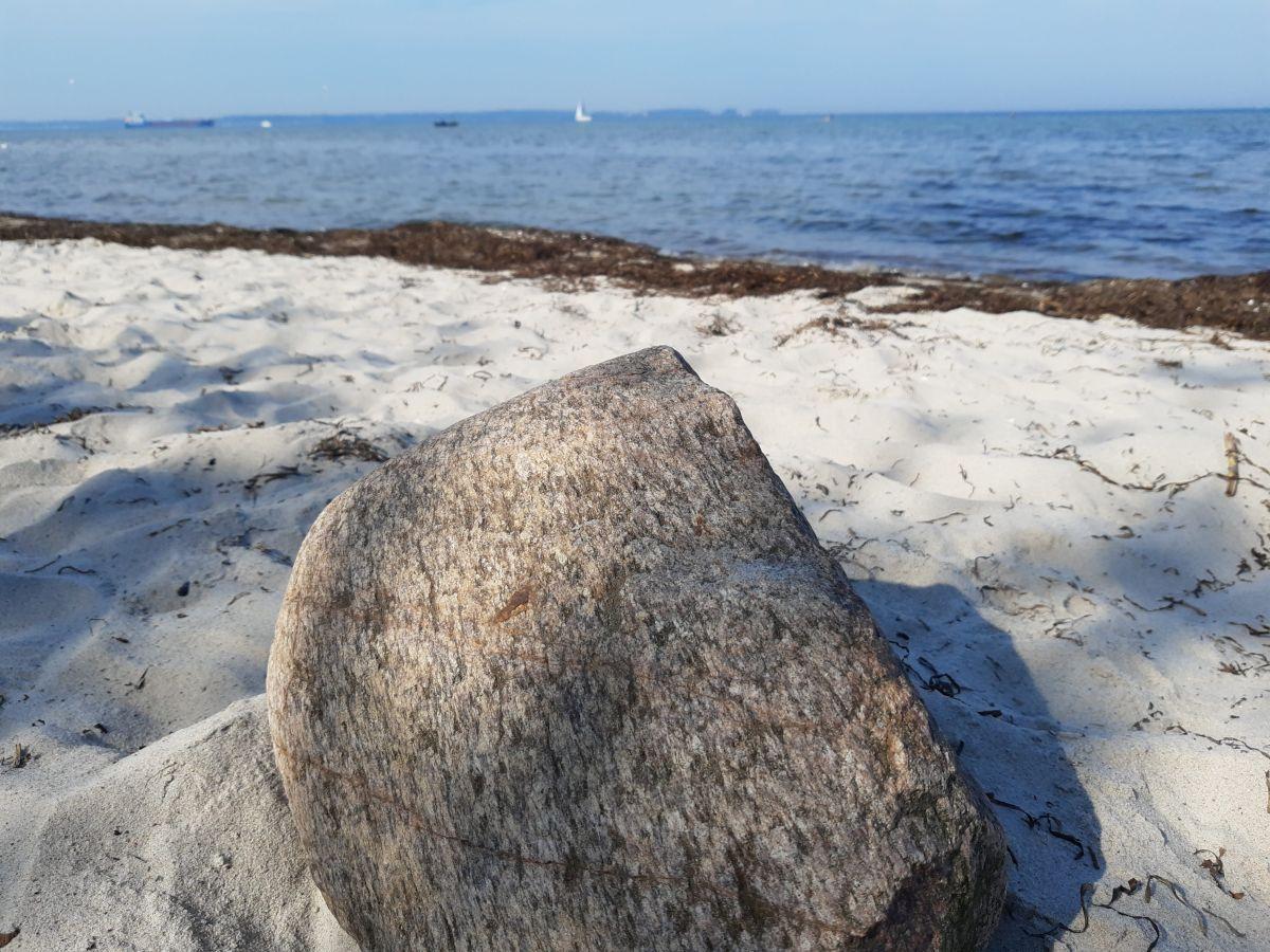 Nordstrand in Laboe, ein Stein im Zentrum
